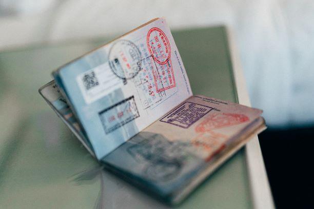 Documento di un viaggiatore, per questioni di lavoro, famiglia, studio o quant'altro. Con la Relocation si alleggeriscono le pratiche burocratiche in un paese straniero.